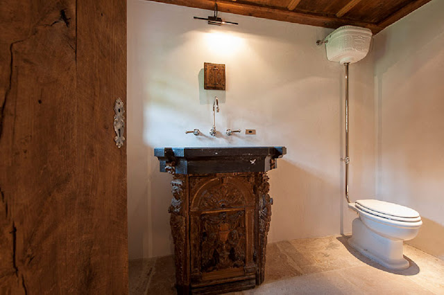 Picture of wooden sing in the bathroom