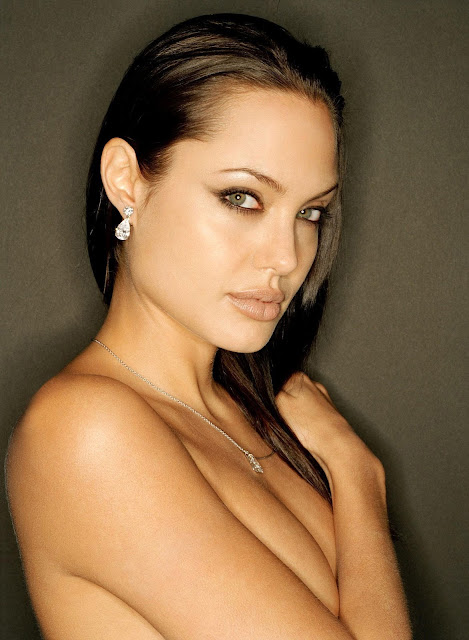 Candid photos of nude Angelina Jolie