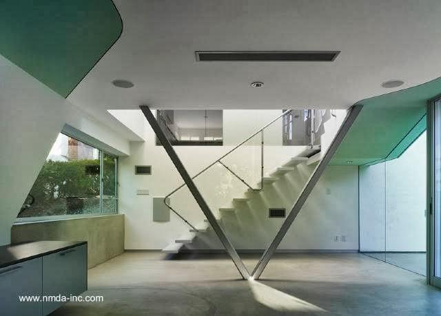 Vista del interior de una ampliación vanguardista para una casa en California