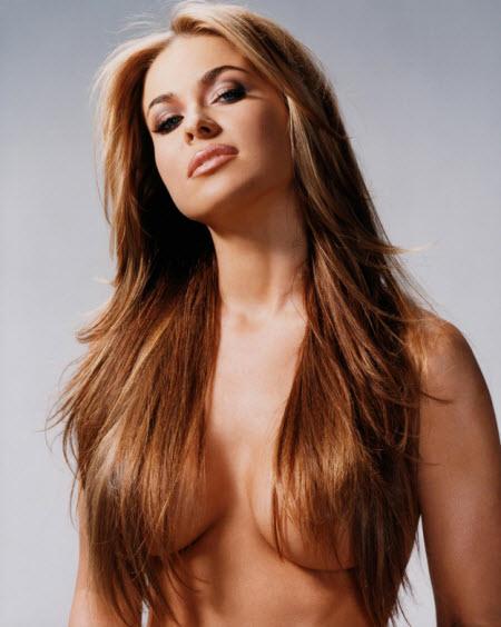 Carmen Elektra semi desnuda