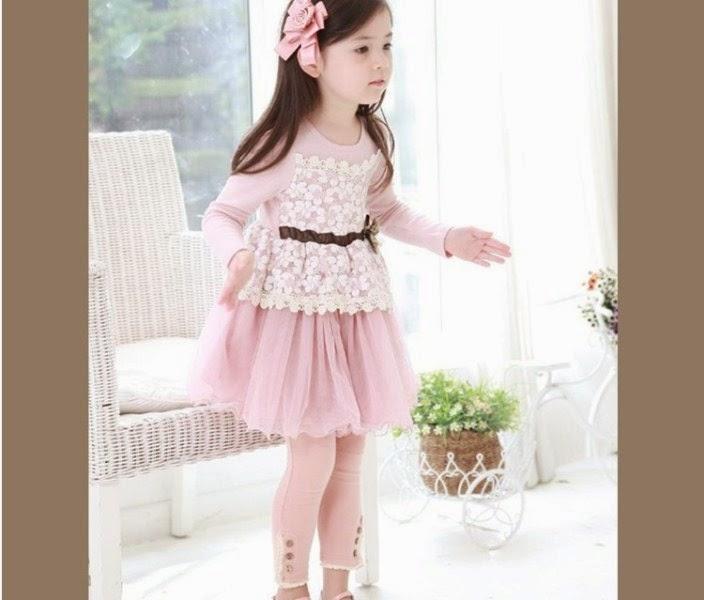 Anak perempuan cantik memakai dress korea warna pink