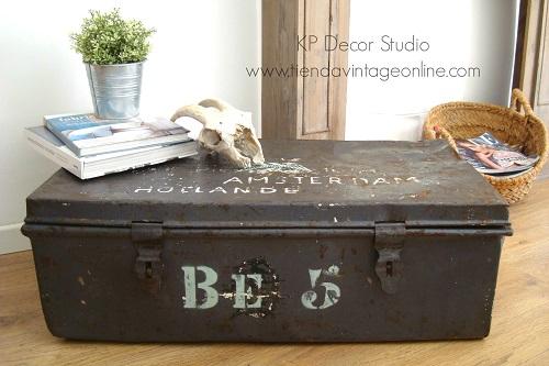 Maleta vintage antigua estilo industrial. Cajas metálicas militares. Muebles industriales valencia