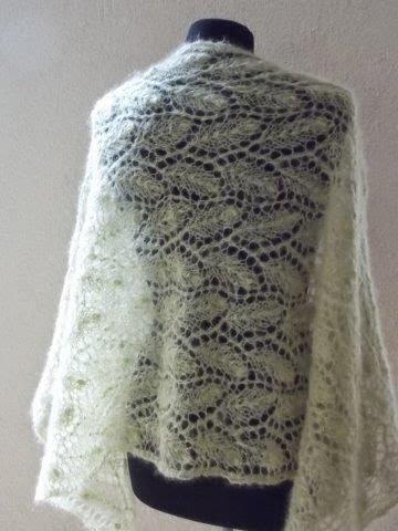 TE KOOP: lichtgroene mohair sjaal.