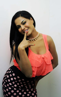 hot Veena malik's spicy photoshoot for promoting her upcoming film 'zindagi 5050'