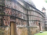 Tak Diurus, Masjid Berusia 4 Abad Ini Rusak Parah