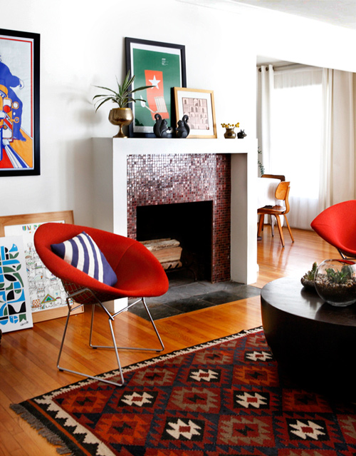 Bertoia Chair von Knoll International mit angesagten Kelims