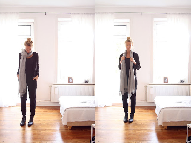 Schwarze Karottenhose, Chelsea Boots, grauer XXL Schal. Casual Look von Bloggerin Fleur et Fatale