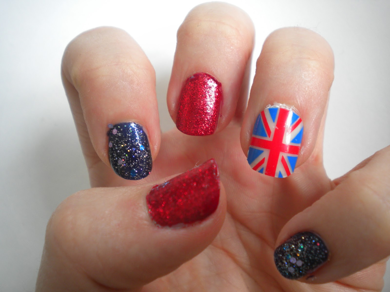 Colour at your fingertips: Jubilee Nails - Union Jack accent nail