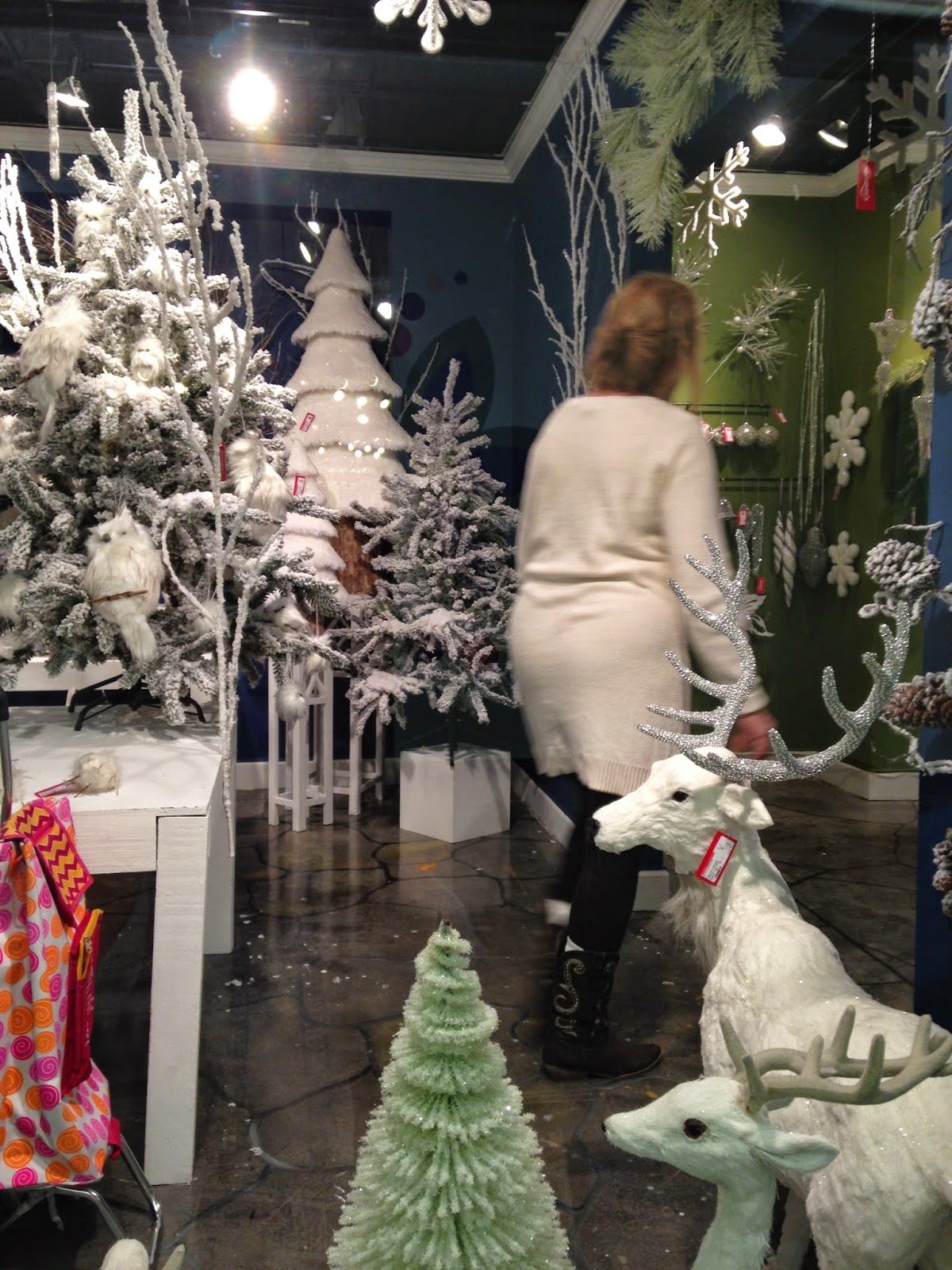 The White Rabbit Christmas Ordering At Dallas Market 2015 Pisau Set Swan My Mom Absolutely Adored These Swans With Little Crowns On Their Heads We Might Put Them In Window So Cute