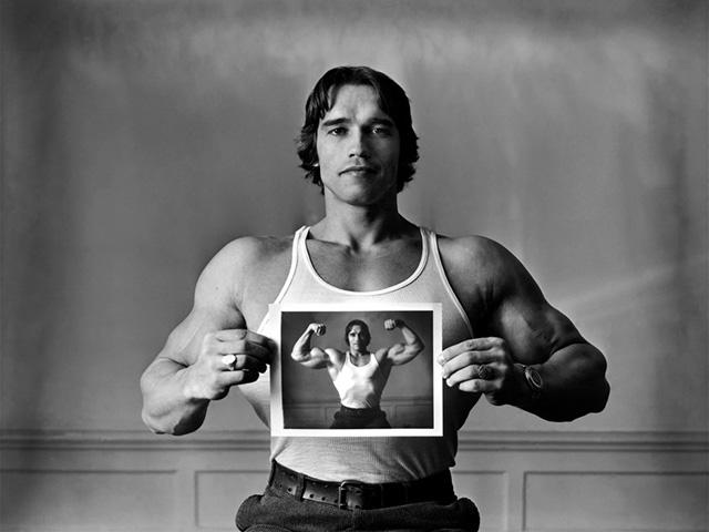 Arnold Schwarzenegger em 1977. Foto: Elliott Erwitt