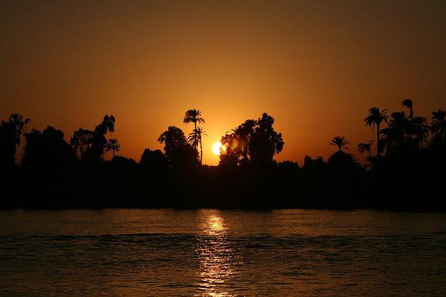 Beautiful-Nile-Sunset-Nile-Cruise-Egypt-2007-Sealiberty-Cruising