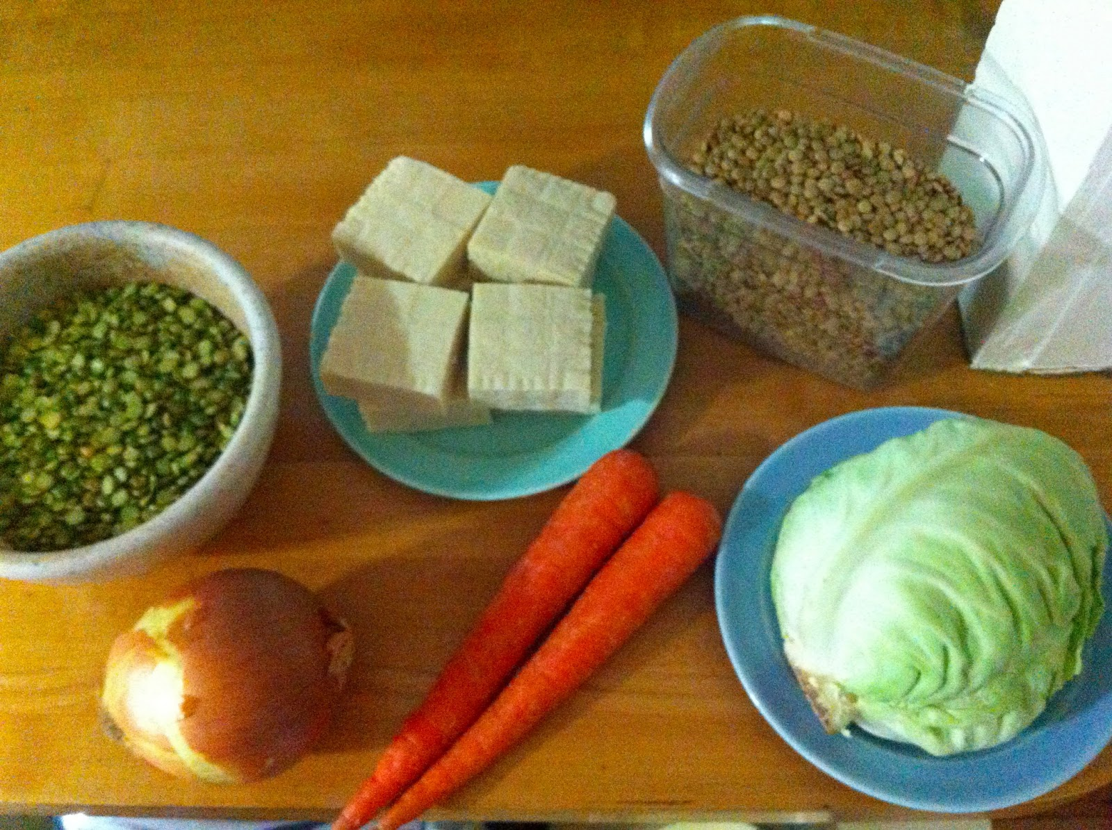Image of lentils, peas, tofu, cabbage, onion, and carrot to be eaten over 5 days.