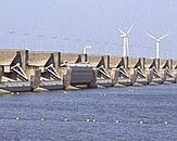 foto Deltawerken. Bron: http://themasites.pbl.nl/balansvandeleefomgeving/2014/waterveiligheid