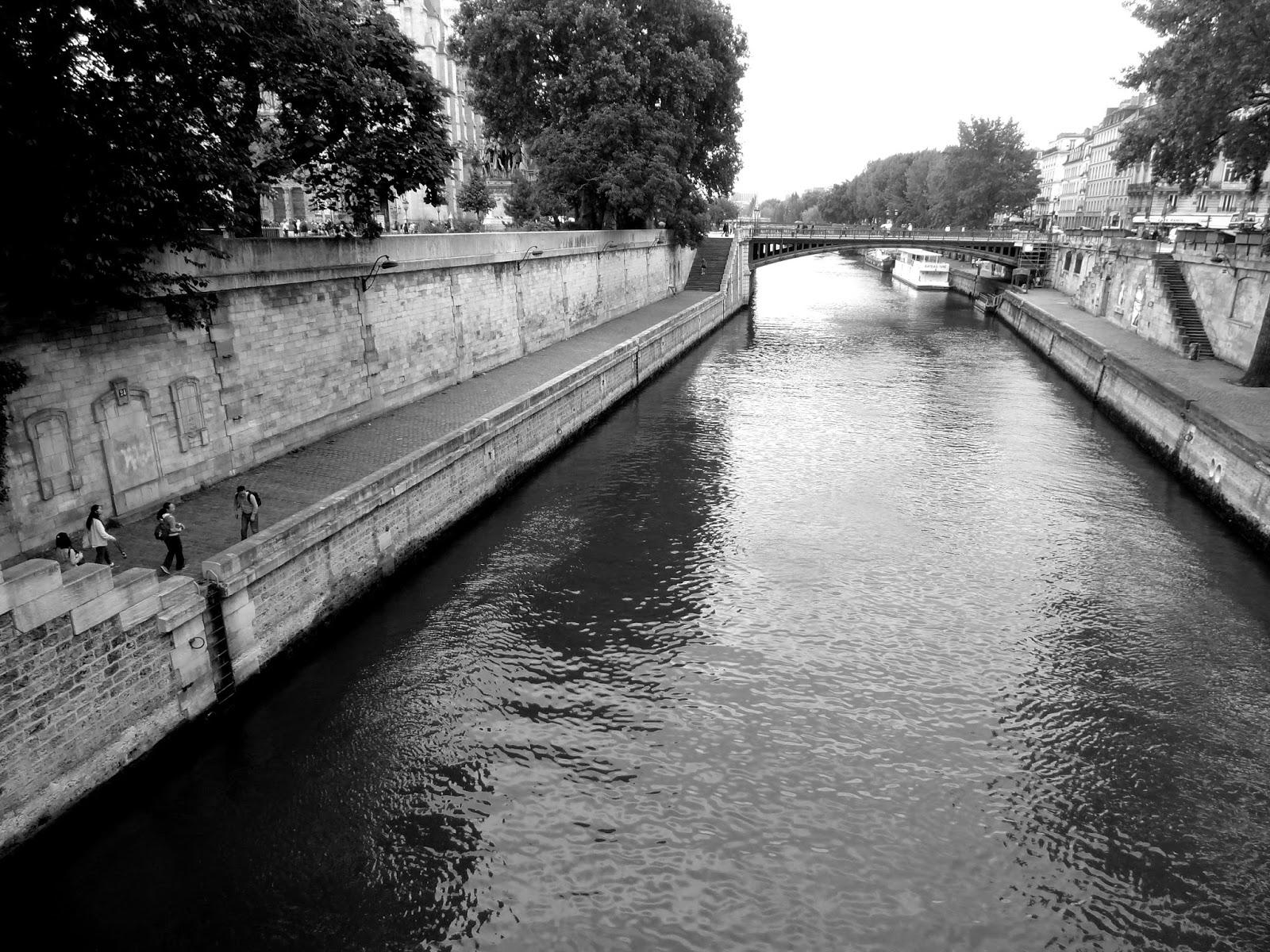 http://pinceedesel.blogspot.fr/2014/07/il-est-cinq-heures.html