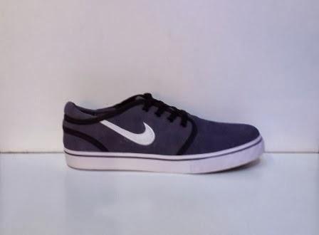 Sepatu Nike Stefan Janoski abu putih