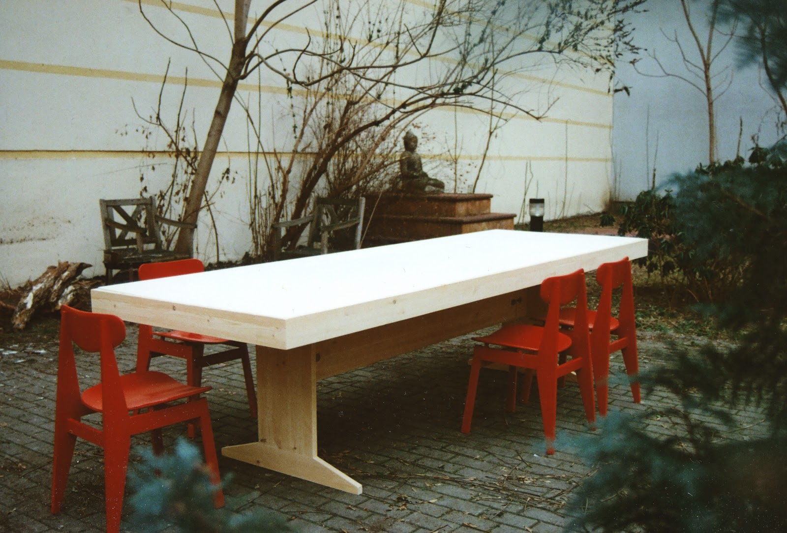 Hartz iv möbel: piscator table