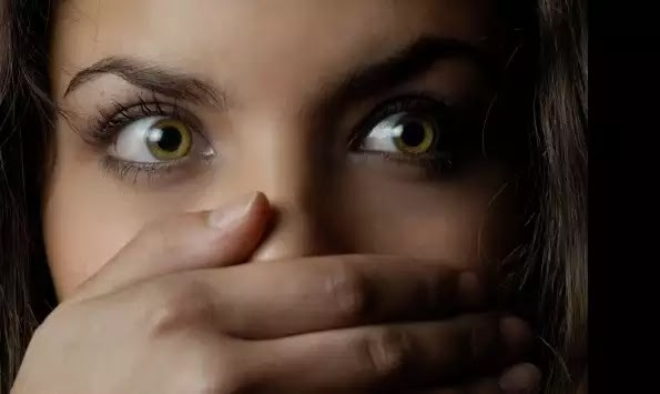 ΕΦΙΑΛΤΗΣ ΣΤΗΝ ΜΥΤΙΛΗΝΗ! Χτύπησαν τον φίλο της και μετά την βίασαν μπροστά του