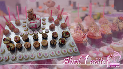 Mesa dulce, tarta fondant, cupcakes, galletas, cakepops, osito cumpleaños Laia's Cupcakes Puerto Sagunto