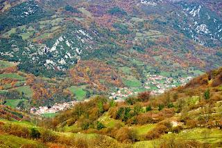 Vista de Proaza desde la collada de Aciera