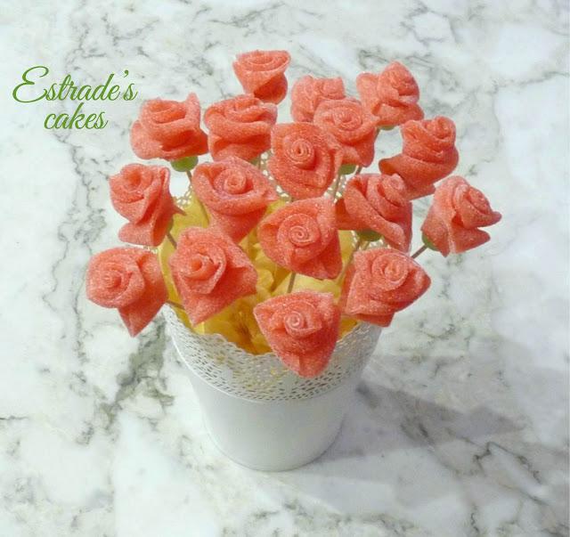 rosas de chuches para mesa dulce 1