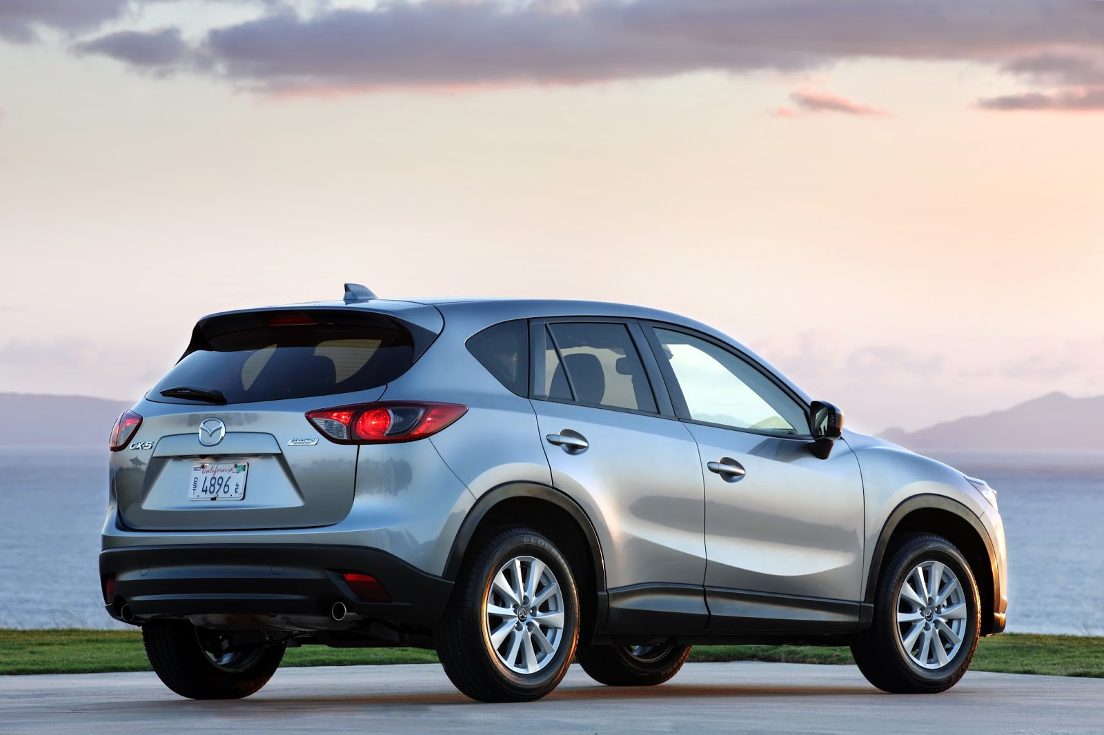 Rear 3/4 view of 2015 Mazda CX-5