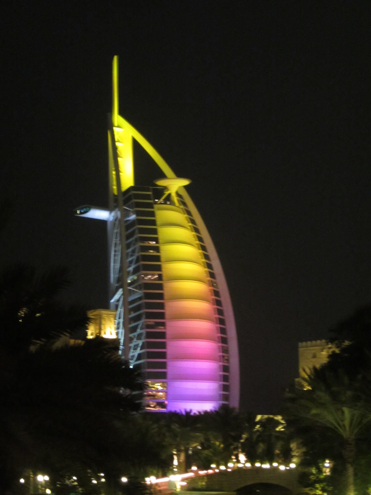 Dubai post 19 burj al arab the seven star for Burj al arab 7 star
