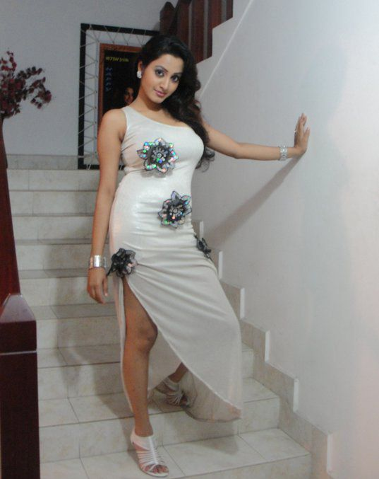 Sri lankan hot models pictures