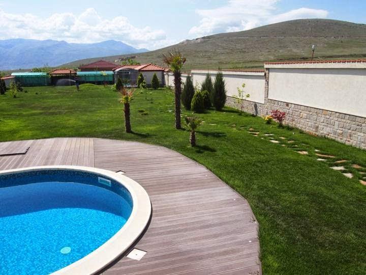 Външен басейн с кристална мозайка и дърволекс 2