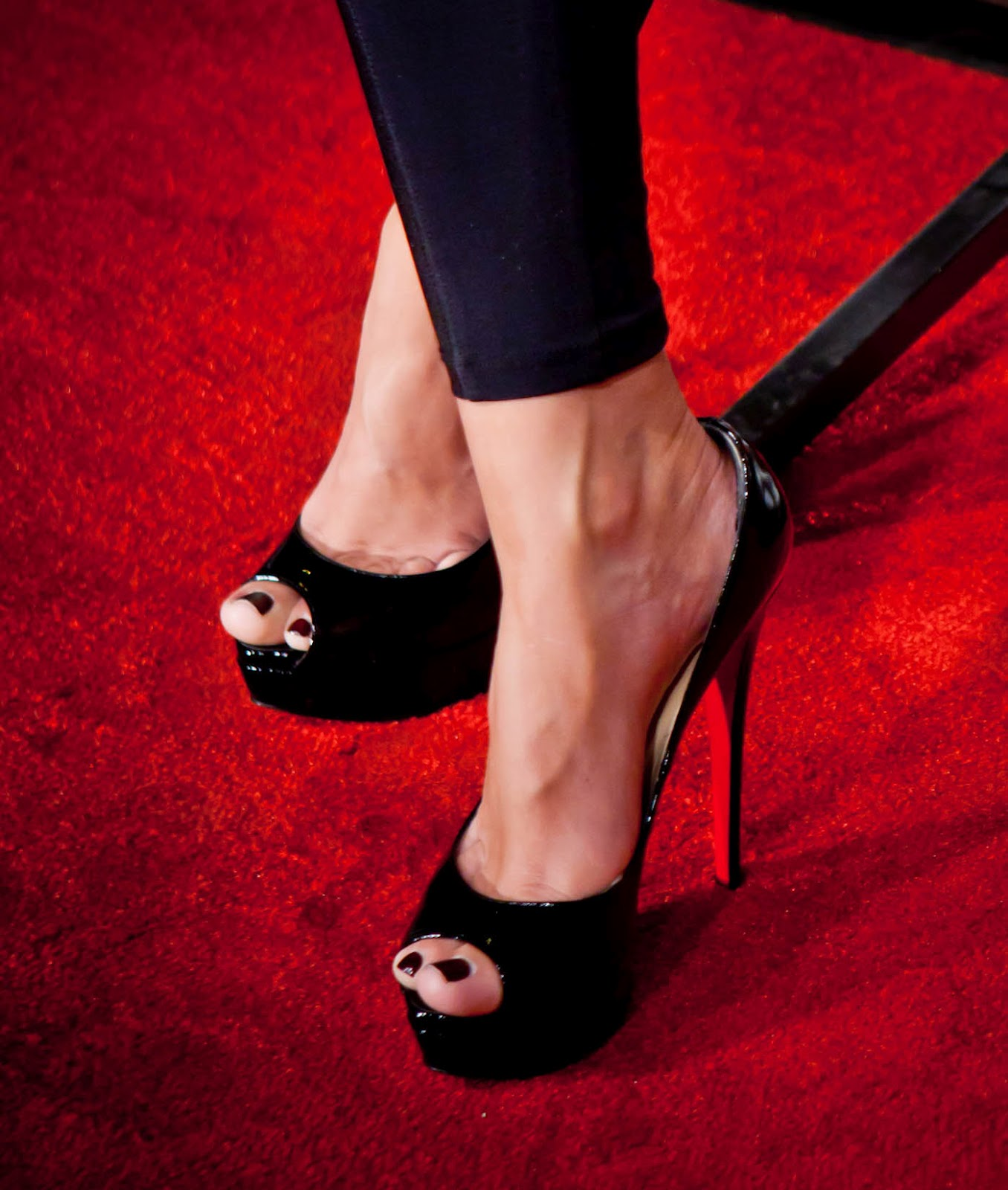 http://1.bp.blogspot.com/-U_TALRAdivg/UG7iYdo8XKI/AAAAAAAAFKQ/5tgn7qch7X0/s1600/Jayde-Nicole-Feet-386808.jpg