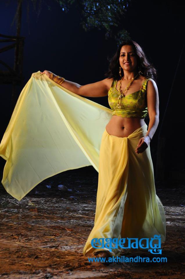 Hot Aunties Saree Below Deep Wide Sexy Milky Navel Show