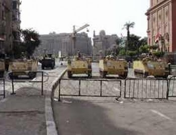 قوات الجيش والشرطة تخلى ميدان التحرير من المواطنين