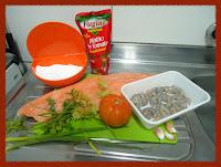 Ingredientes do salmão grelhado ao molho de camarão