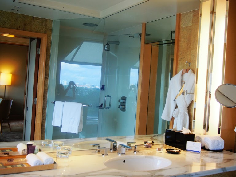 ritz carlton singapore bathroom