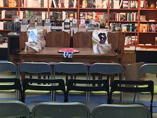 De boekentafel, klaar voor de presentatie