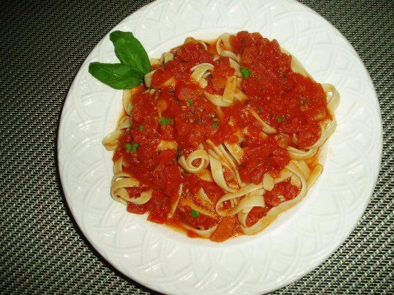 Meatless Mediterranean: Chunky Tomato-Basil Sauce
