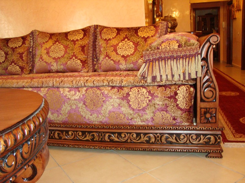 d coration de salon marocain banquette en bois pour salon. Black Bedroom Furniture Sets. Home Design Ideas
