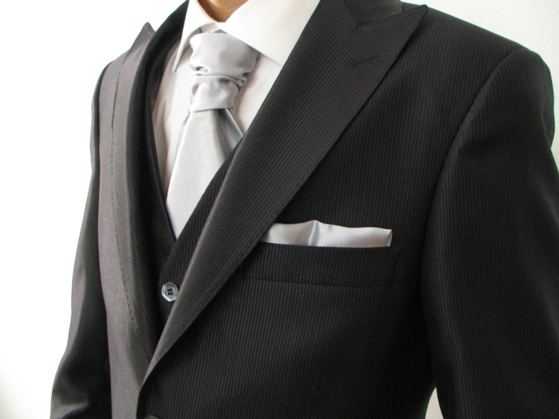 Matrimonio Abito Uomo Galateo : Il vestito per lo sposo gli abiti da di petrelli
