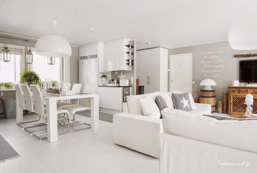 wnętrza, wystrój wnętrz, home decor, dom mieszkanie, urządzanie, dekoracje, gwiazda, gwiazdki, motyw, star, szarości, biel, białe wnętrza, kuchnia, jadalnia, stół, salon, otwarta przestrzeń
