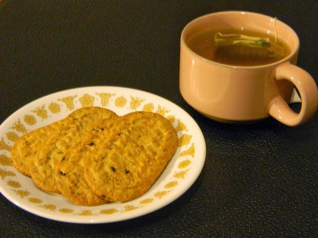 belvita crunchy blueberry breakfast biscuits and green tea