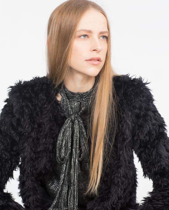 Chaqueta pelo negro con capucha