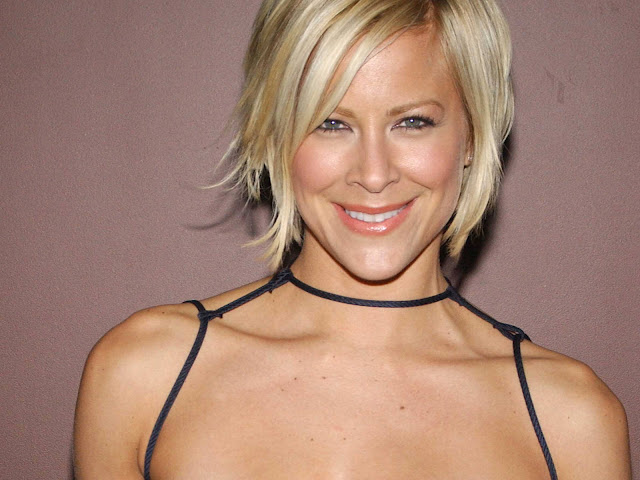 Hot Pictures of Brittany Daniel