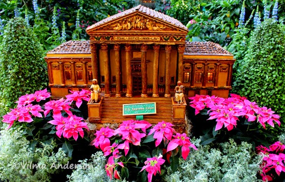 Miniature sculpture of the Supreme Court