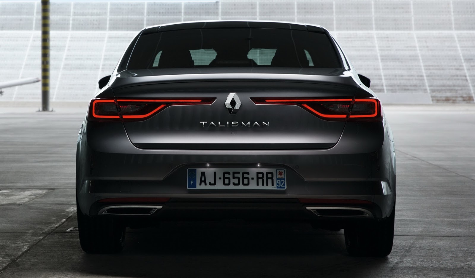the new renault talisman is out and it s unmistakably german 68 pics video carscoops. Black Bedroom Furniture Sets. Home Design Ideas