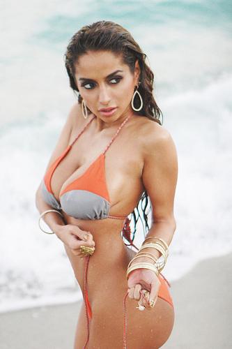 Hot Nikitha Dupia boobs
