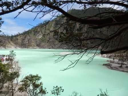 Kawah putih ciwidey : wisata bandung yang terkenal indah dan mengagumkan