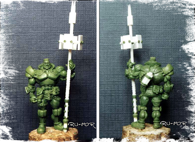 miniatura del personaje del hermano pequeño, hecha por ªRU-MOR, para el grupo de la Familia Calamidad. Escala Warhammer 40000