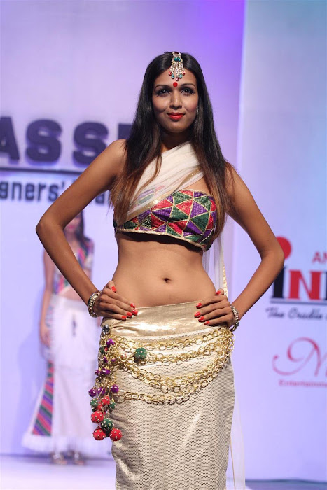 neetu chandra at the tel designers awards 2012 by inifd. unseen pics
