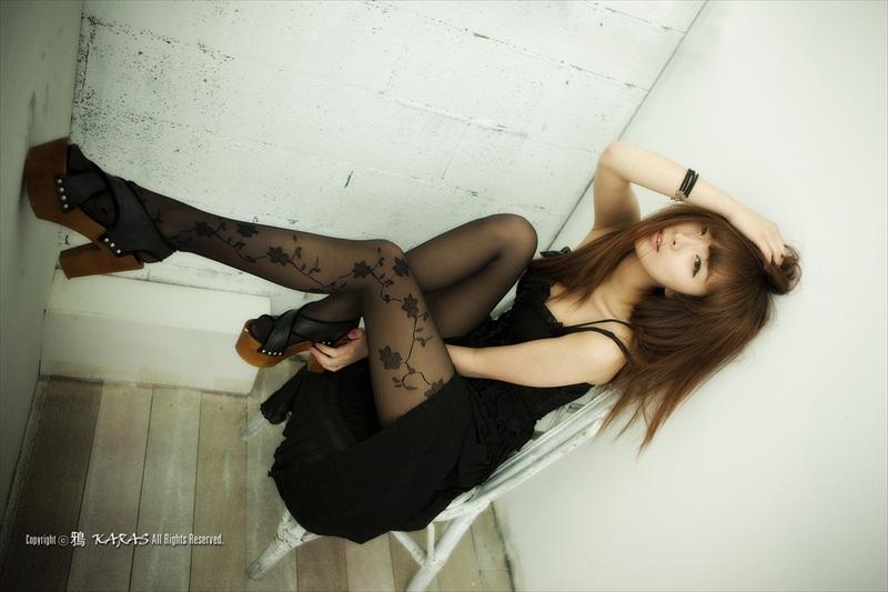 Minah – Black & White Outfits