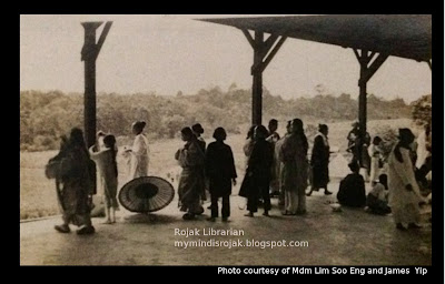 Taking shelter from the rain at Bukit Brown  in 1925