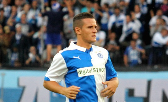Everton Seal Shani Tarashaj Deal